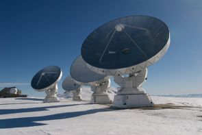 Four antennas of the IRAM telescope on the Plateau de Bure in the French Alps. With this compound telescope, the research team identified the first of the spectral lines of the galaxy HDF850.1 allowing them to determine the galaxy's distance. (Photo: IRAM/Rebus)