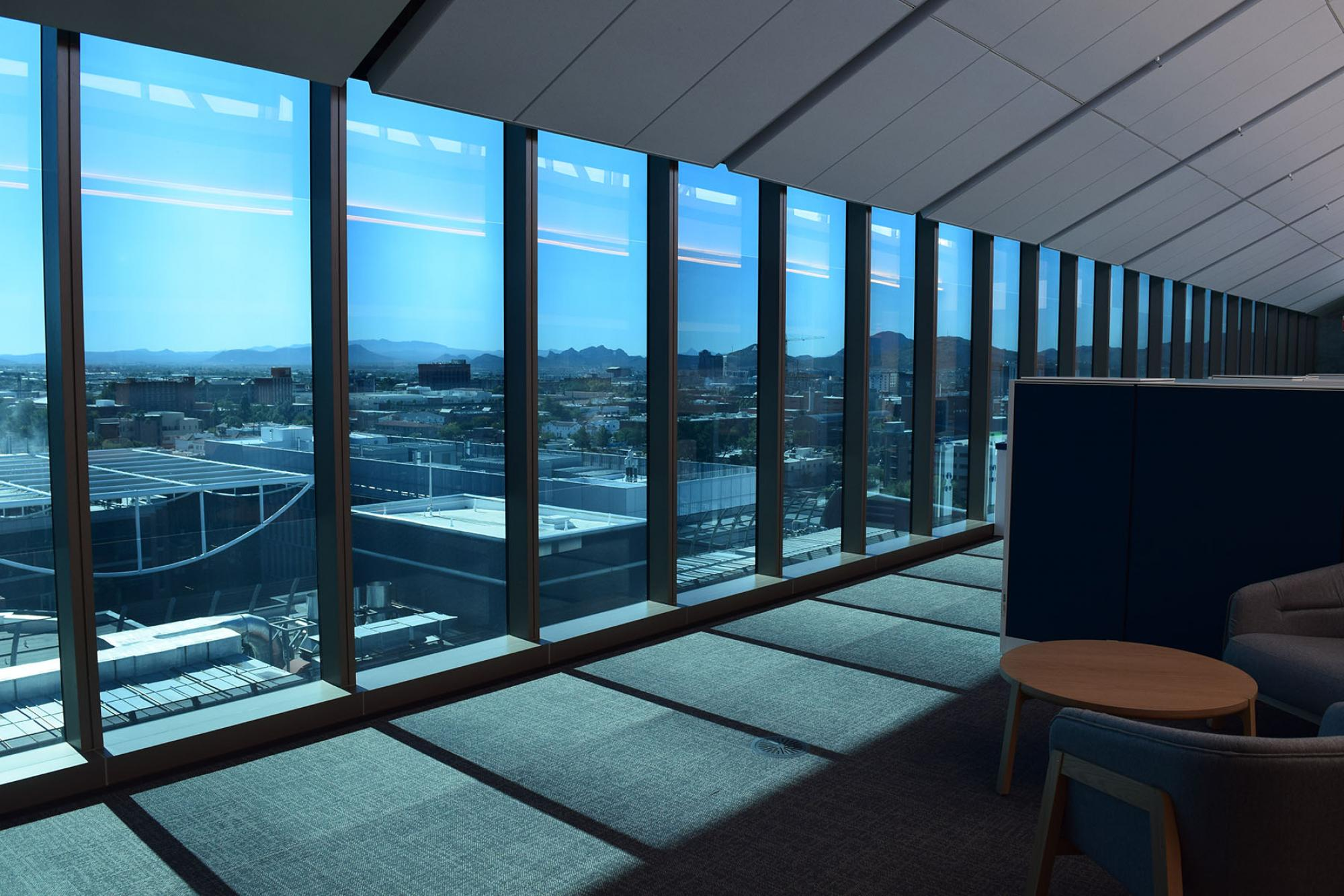 The south-facing windows on the ninth floor of the Health Sciences Innovation Building feature floor-to-ceiling glass windows by SageGlass, which are similar to photochromic glasses that automatically darken when exposed to sunlight.