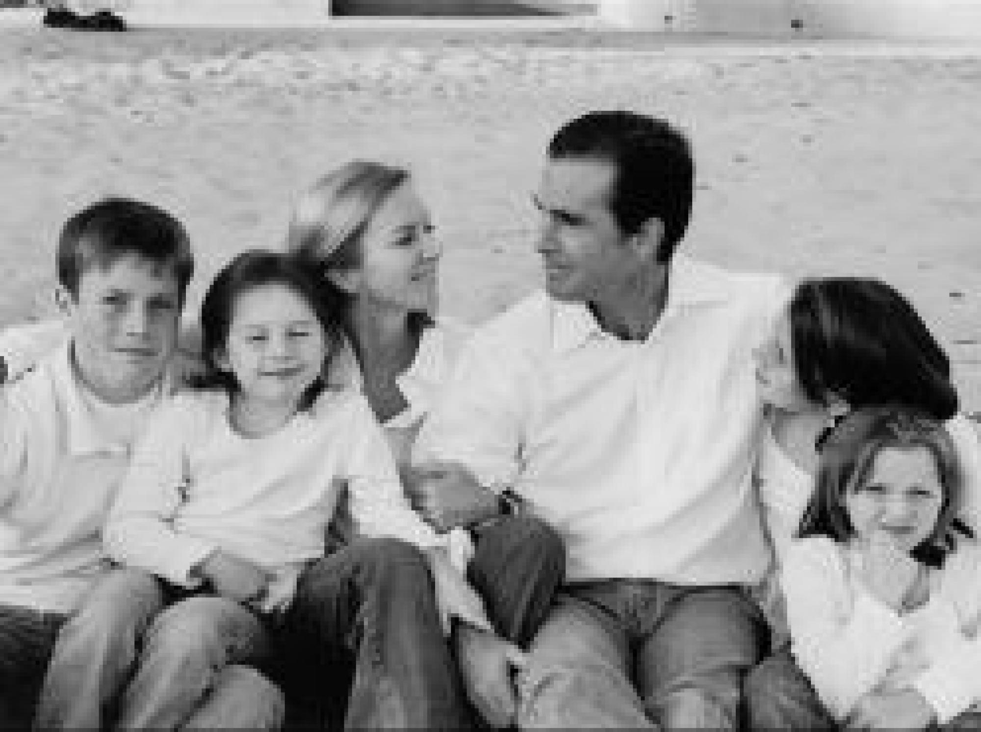 Bob Woodruff and wife Lee together with their children.