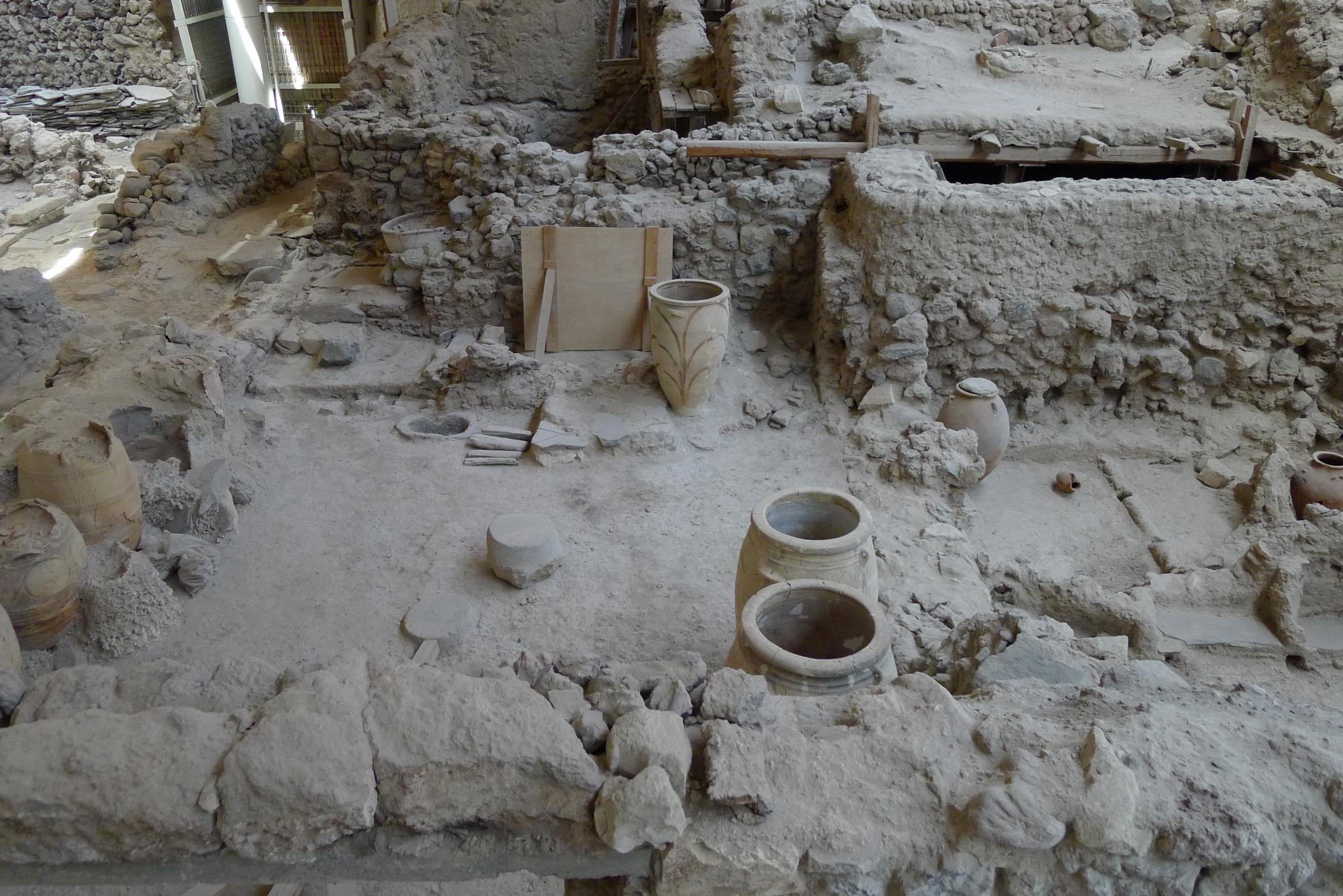 The earthquakes on Akrotiri seemed to happen in a couple of waves. One set did substantial damage to the town. There is evidence people started to repair the damage, but before repairs were complete, another set of quakes hit the town. It appears people a