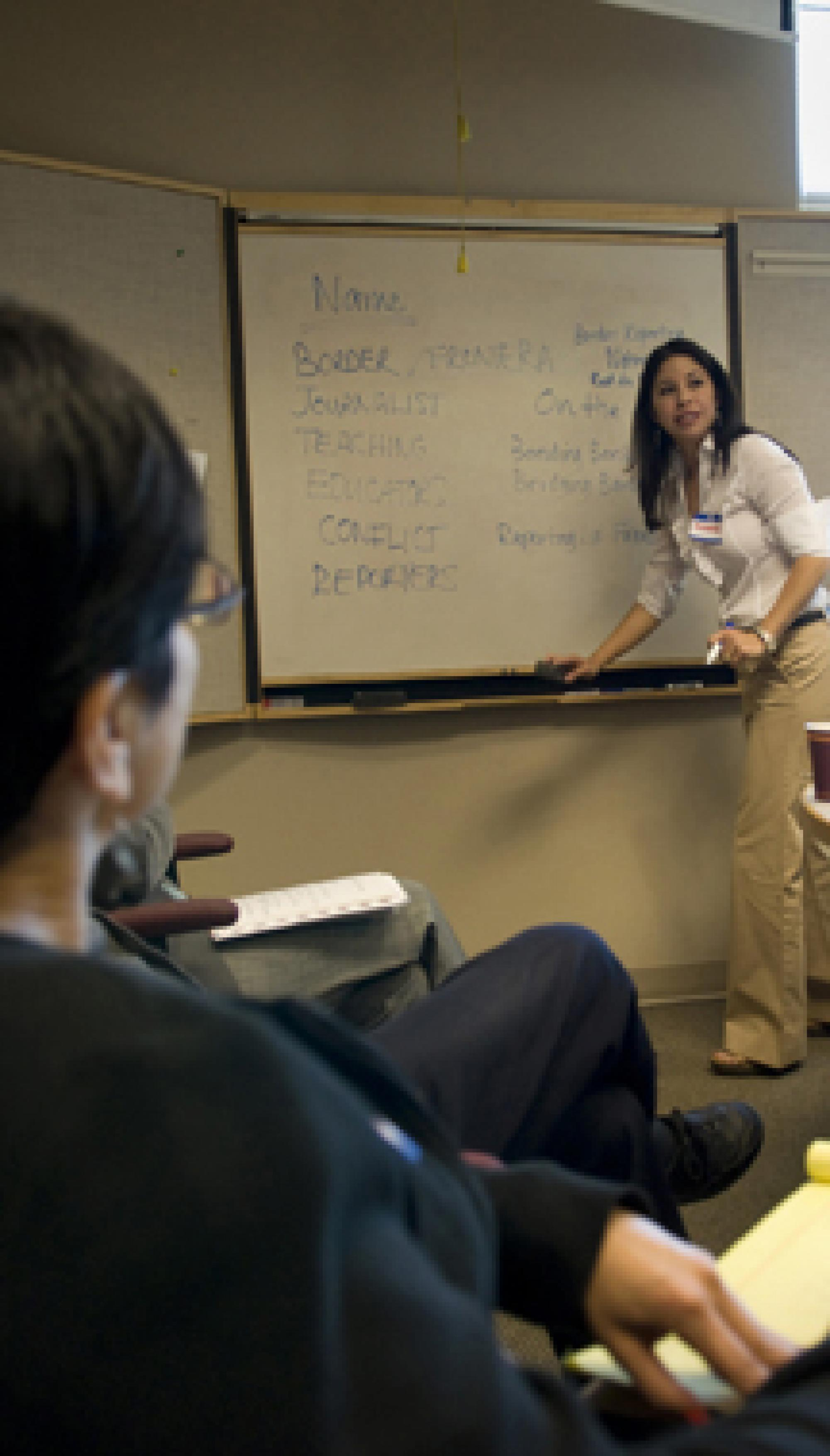 Professor Celeste González de Bustamente from the UA School of Journalism jots down ideas generated from participants at a workshop on teaching border reporting.