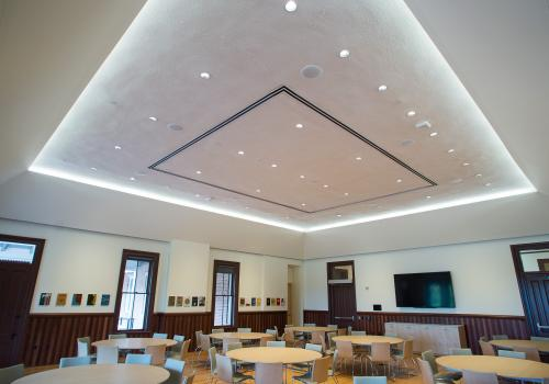 Sophistocated, cutting-edge LED lighting has been installed.