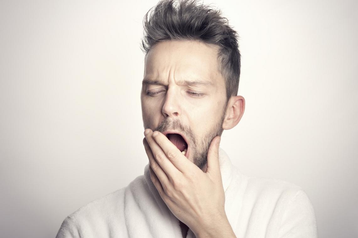 man yawning  - man 5522892 1920 - Q&A: UArizona Expert Talks Sleep Apnea, 'Coronasomnia' and Snoozing in Space