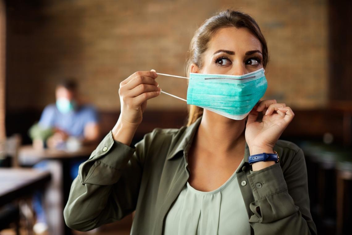 woman in restaurant wearing mask