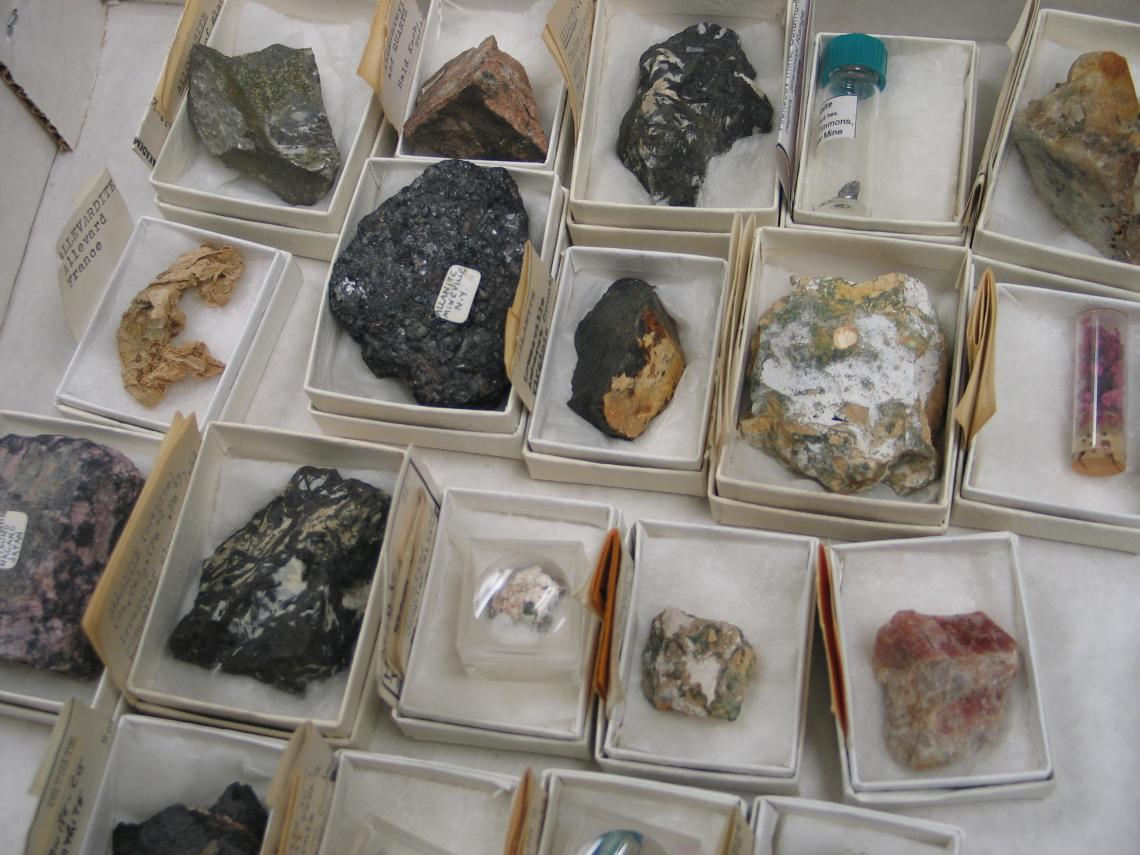 The UA Mineral Museum has received its largest ever donation of minerals, The donation of more than 8,000 samples is eight times larger than any other gift of minerals - more than 8,000 samples, including approximately 1,000 species the museum did not pre