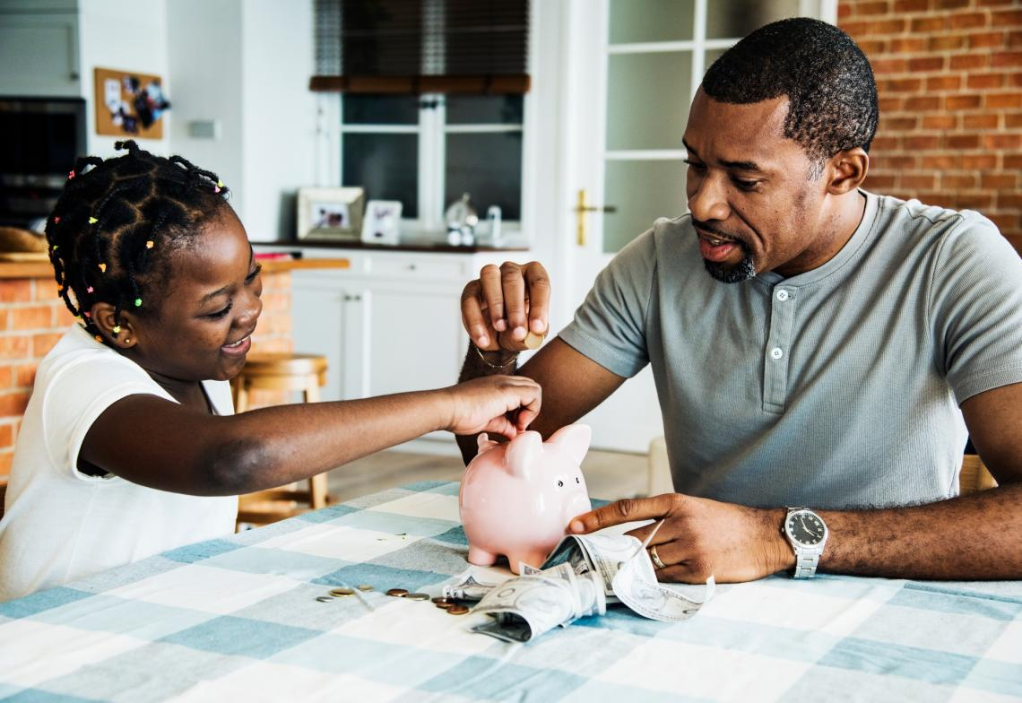 Parents should give their kids hands-on experience with money when they are still monitoring them and when stakes are low, a new study suggests.